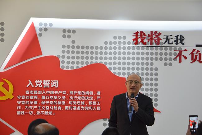 4、集团党委副书记黄俭忠为大家介绍集团党建工作经验.jpg